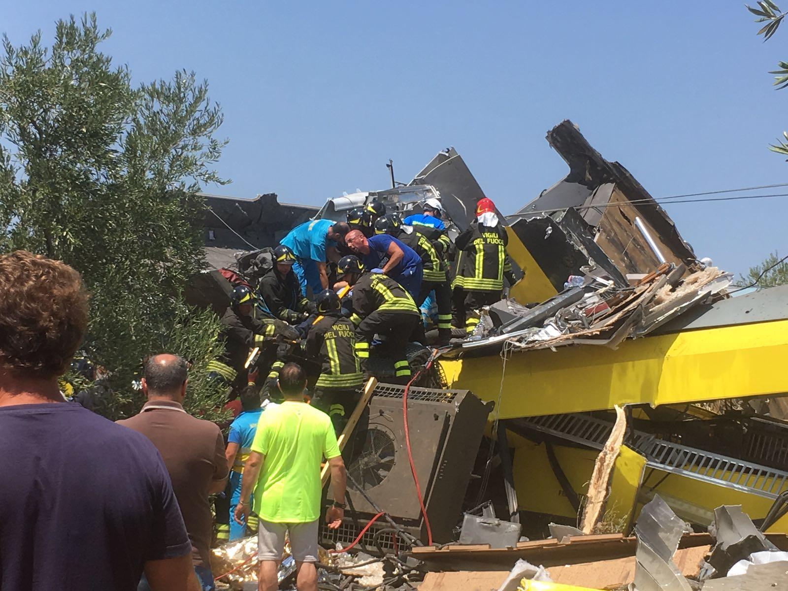 La strage ferroviaria di Corato: il report dalle prime ambulanze sul posto, della Misericordia di Andria   Emergency Live 4
