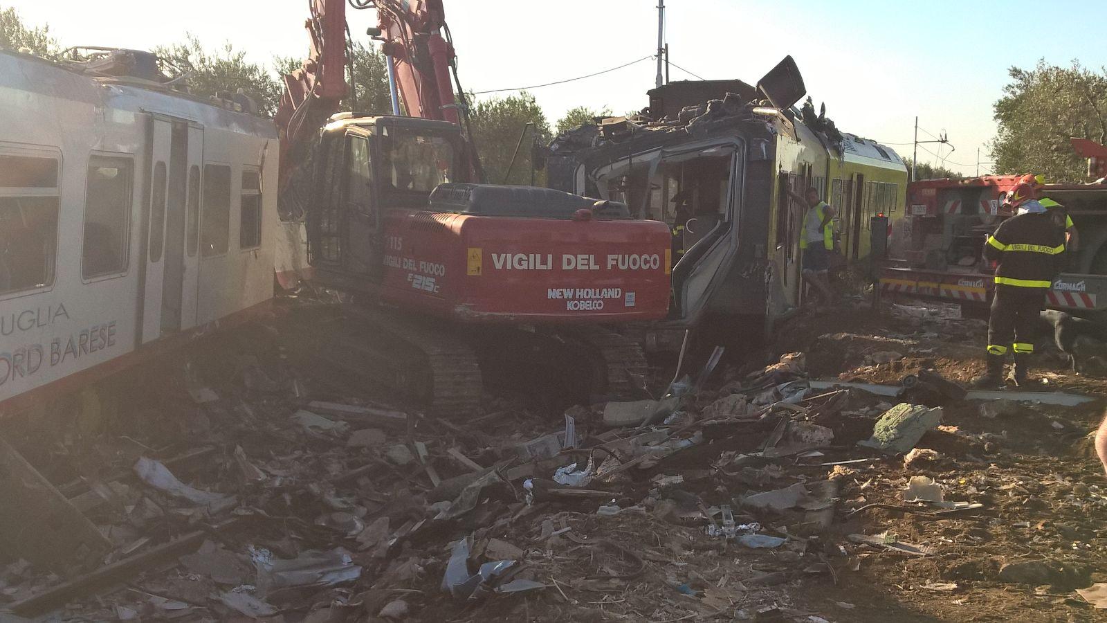La strage ferroviaria di Corato: il report dalle prime ambulanze sul posto, della Misericordia di Andria   Emergency Live 5