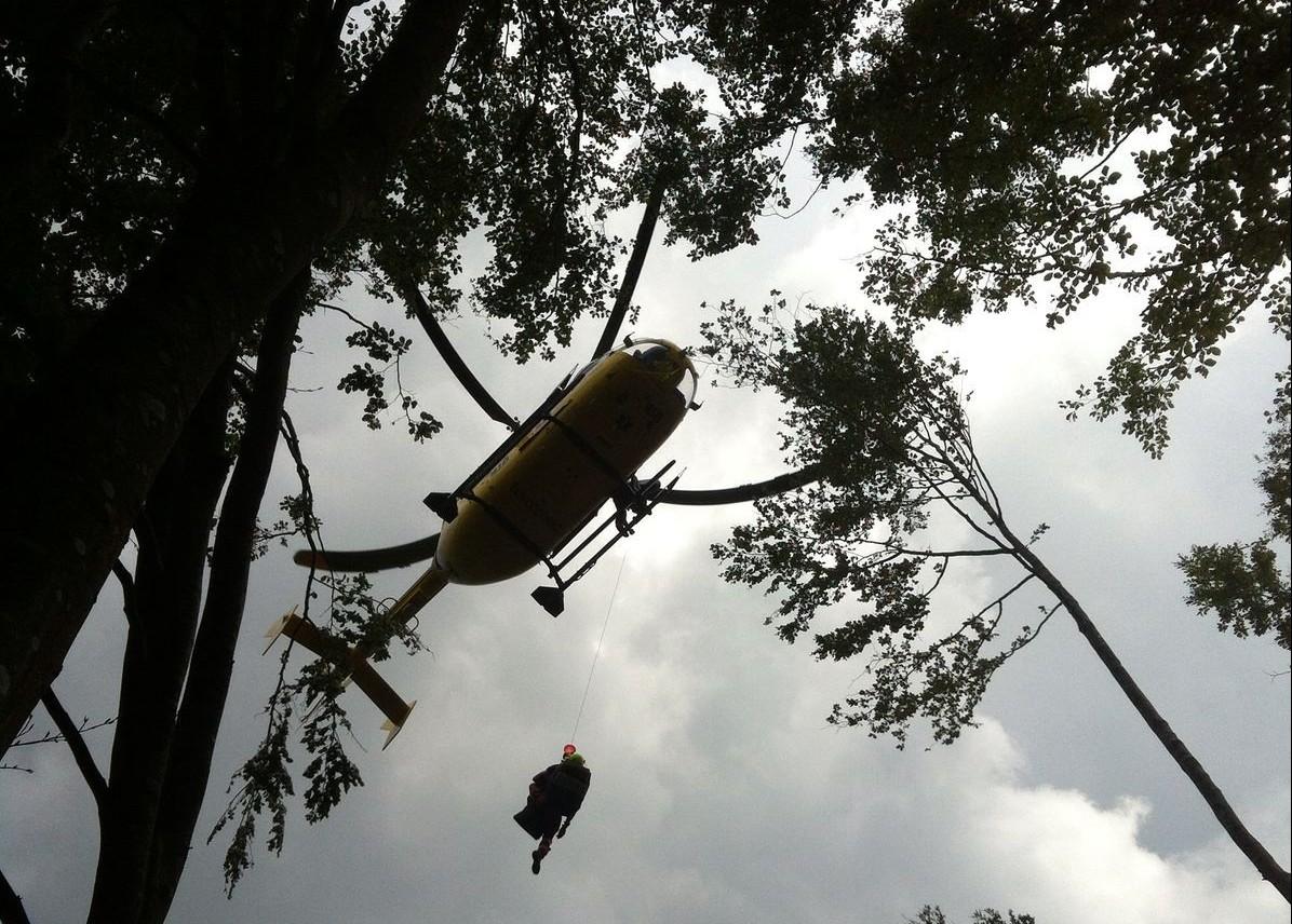 Recupero e salvataggio di un boscaiolo a Bedonia, Parma – VIDEO