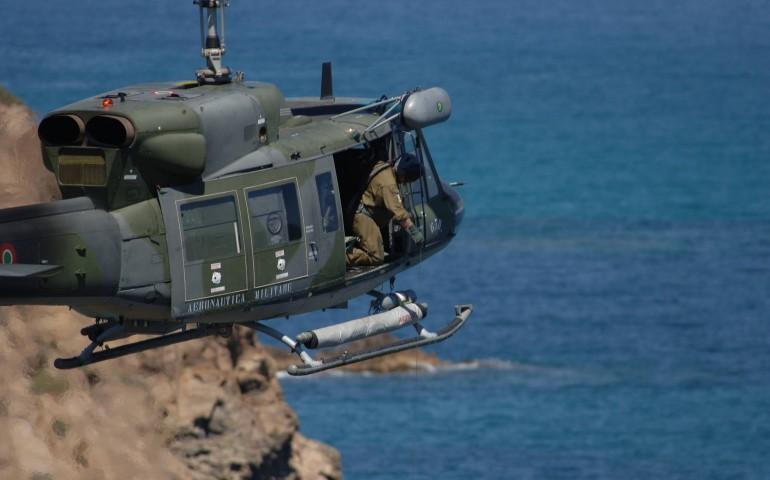 Marinaio gravemente ferito soccorso ed evacuato da un Elicottero dell'Aeronautica Militare