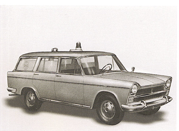 Foto 07: Fiat 1800, ambulanza di emergenza e da trasporto allestita sulla versione familiare di serie della macchina; compare qui la basetta sotto il lampeggiatore a forma di ogiva che identifica per moltissimi anni le realizzazioni di Grazia -foto da depliant
