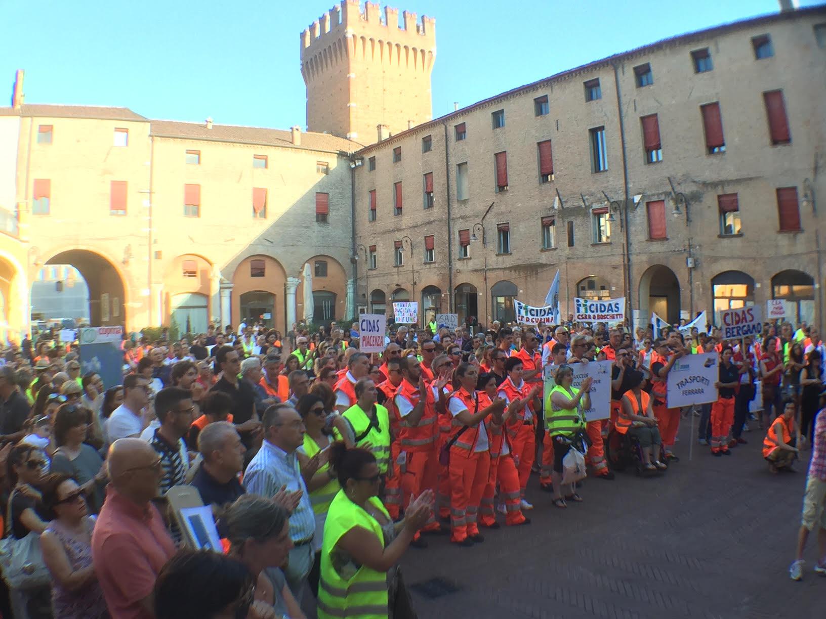 Ferrara, CIDAS in piazza a difesa dei posti di lavoro nell'emergenza