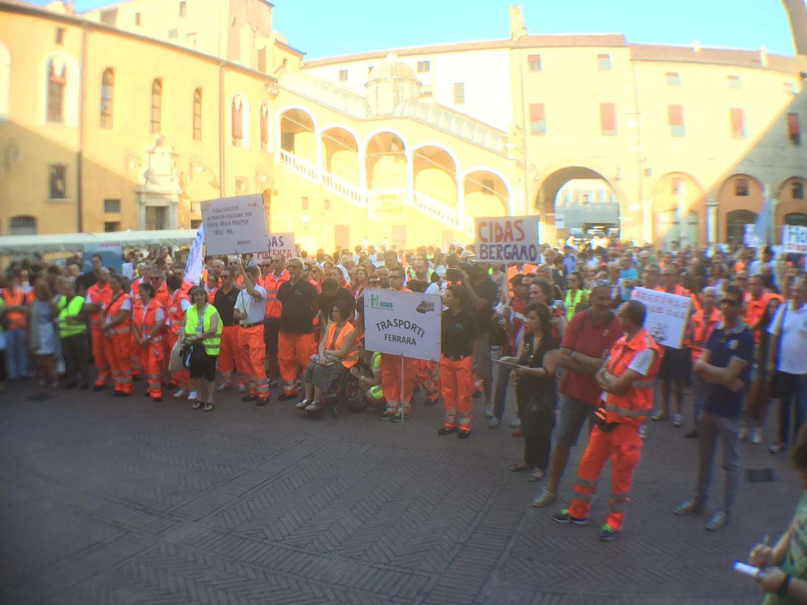 Ferrara, CIDAS in piazza a difesa dei posti di lavoro nell'emergenza | Emergency Live 2