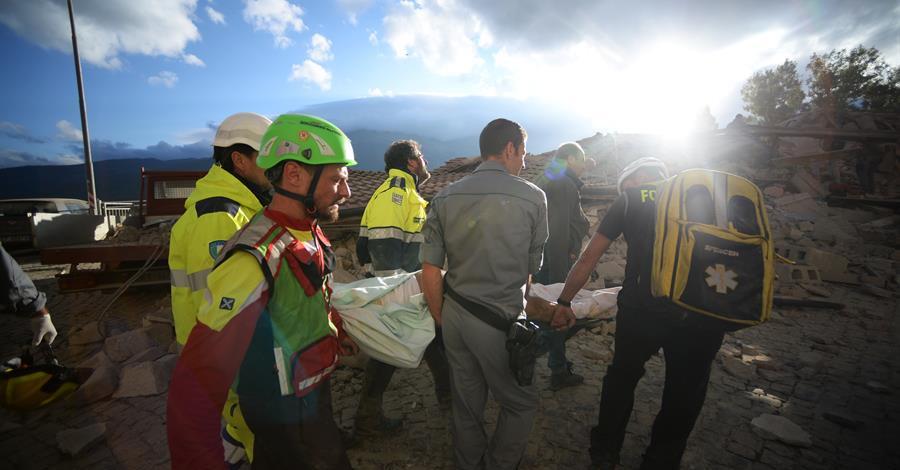 Soccorritori: il volto umano della tragedia di questo terremoto