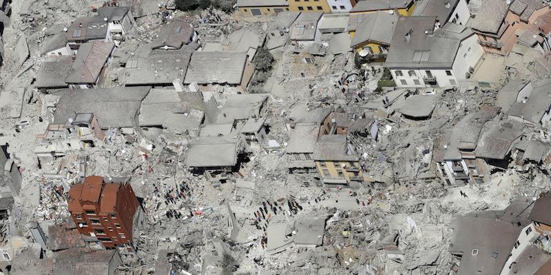 """Vigili del Fuoco e terremoto, il pericolo ora è l'amianto: """"Non aggiungiamo altre vittime alle vittime"""""""