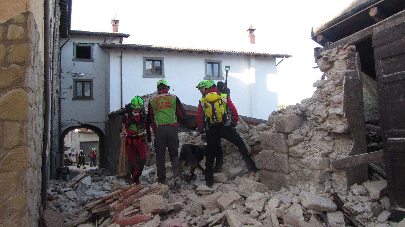 La Protezione Civile ha raccolto 12 milioni di euro per ricostruire. Ecco perché continuare a donare con un semplice SMS
