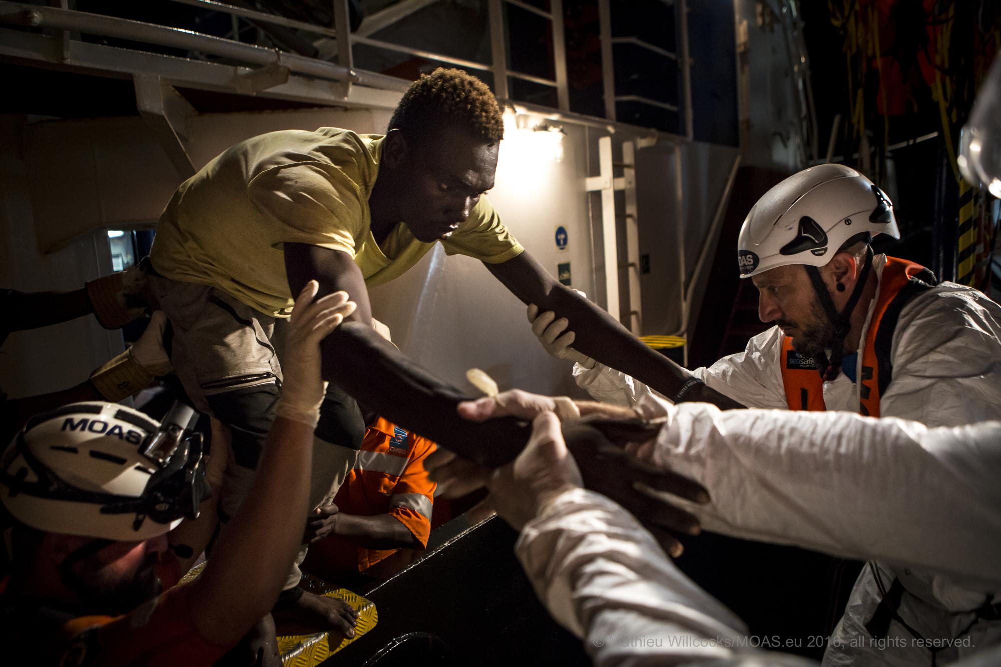 Nell'indifferenza di tutti l'emergenza migranti aumenta. Sono più di 10 mila le persone salvate in meno di una settimana