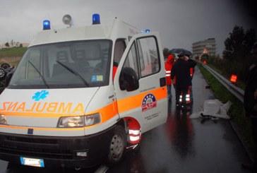Schianto mortale lungo l'autostrada A13, coinvolta una ambulanza