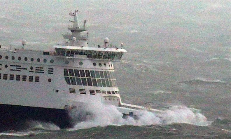 Maltempo in Nord Europa, Normandia e Bretagna senza luce, incidente nel Canale della Manica