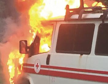 Perché stanno bruciando le ambulanze della Croce Rossa di Pomezia?