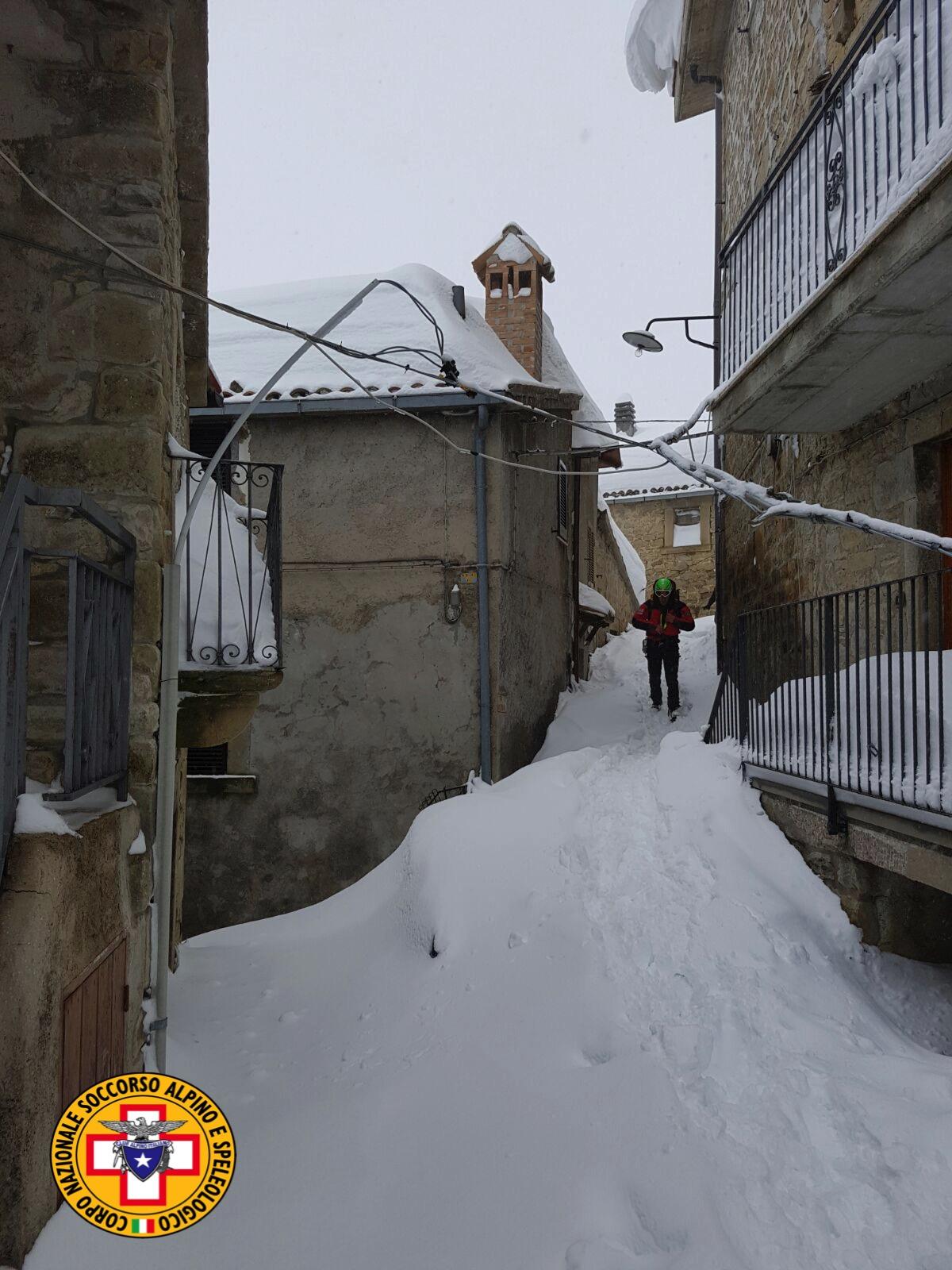 Emergenza neve in Centro Italia: il cuore straordinario dell'Italia che sa aiutare gli altri | Emergency Live 28