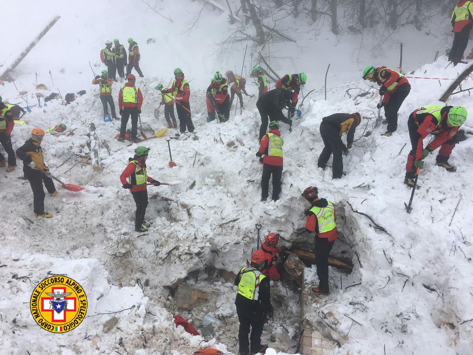 Emergenza neve in Centro Italia: il cuore straordinario dell'Italia che sa aiutare gli altri | Emergency Live 34