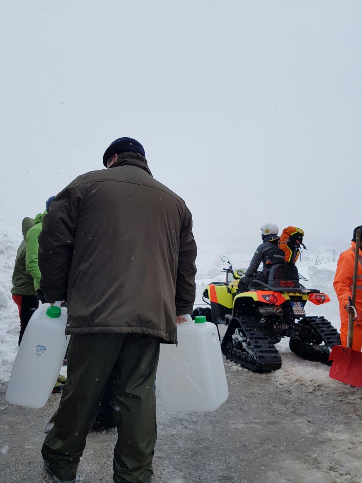 Emergenza neve in Centro Italia: il cuore straordinario dell'Italia che sa aiutare gli altri | Emergency Live 17