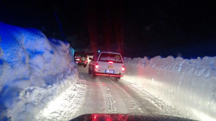 Emergenza Neve e Terremoto: 2 sopravvissuti, estratto il primo corpo | Emergency Live 3