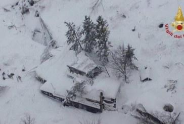 Emergenza Neve e Terremoto: 2 sopravvissuti, estratto il primo corpo