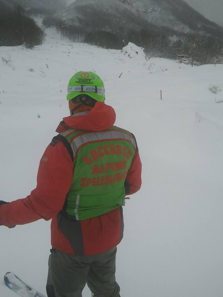 Emergenza Neve e Terremoto: 2 sopravvissuti, estratto il primo corpo | Emergency Live 10