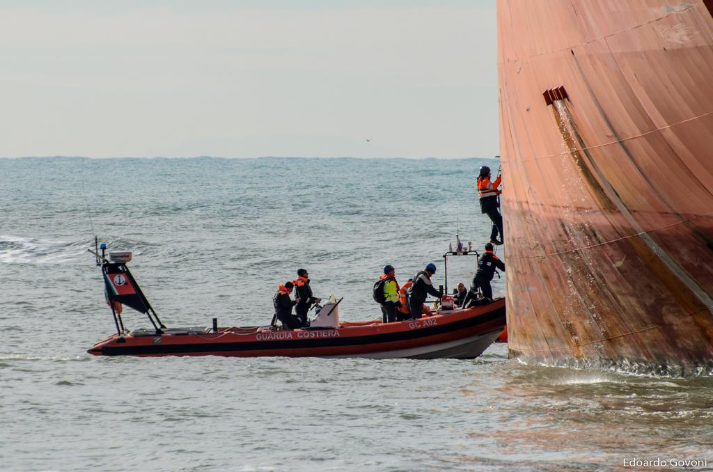 REPORT - Le operazioni di disincaglio della SIGMA di fronte all'Ardenza di Livorno | Emergency Live 9
