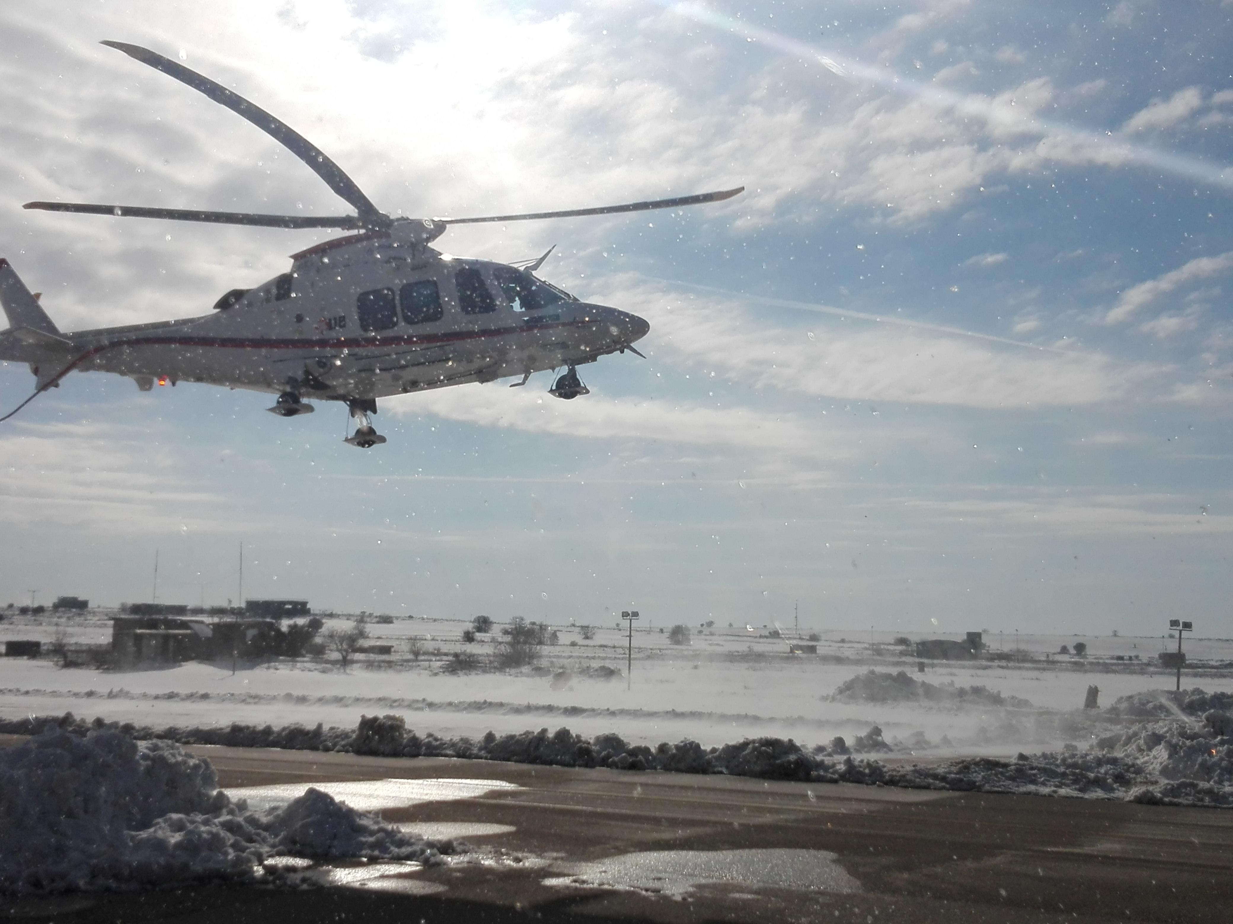 L'emergenza neve non ferma gli elicotteri in Puglia: Aeronautica attiva a Gioia del Colle