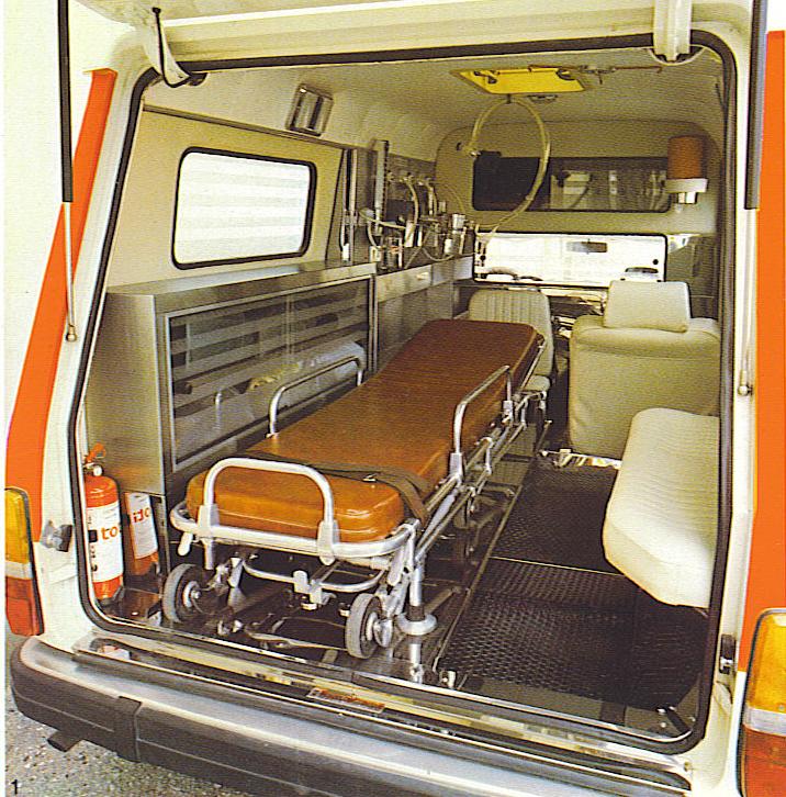 Foto 23: gli ampi interni di un'altra Volvo 245, mezzo che all'epoca poteva essere utilizzato sia come veicolo per viaggi che come mezzo di soccorso vero e proprio – foto da depliant M.A.F.