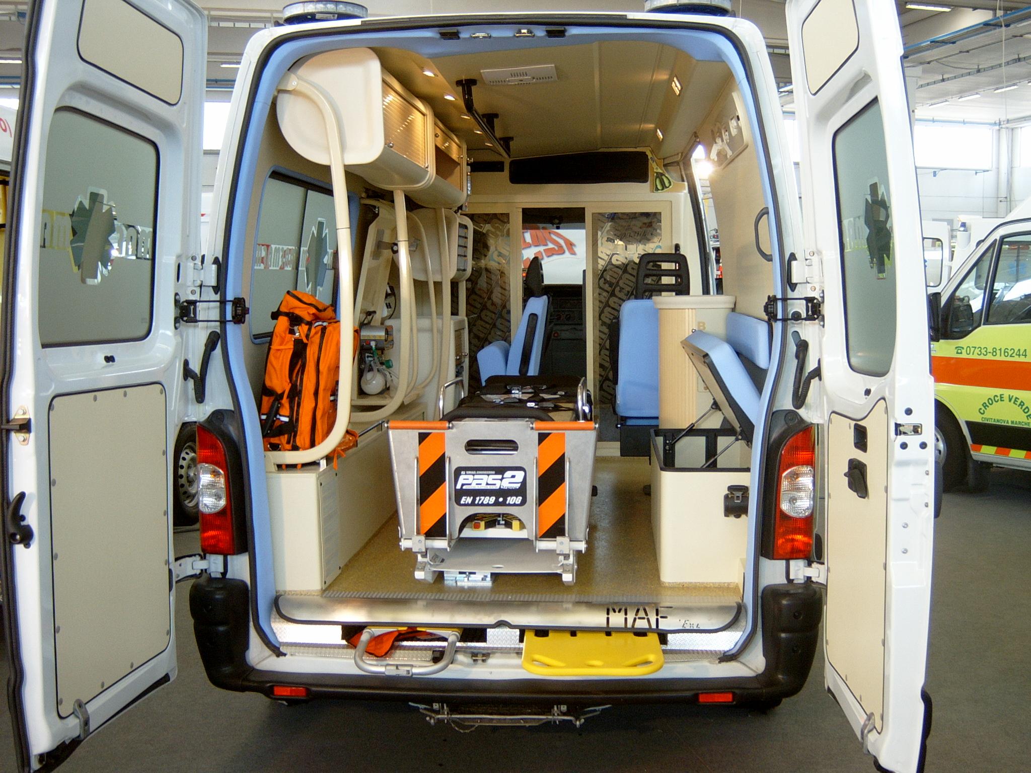 Foto 113: ambulanza dimostrativa sul Master terza serie, allestimento in acciaio termorivestito – foto ADG