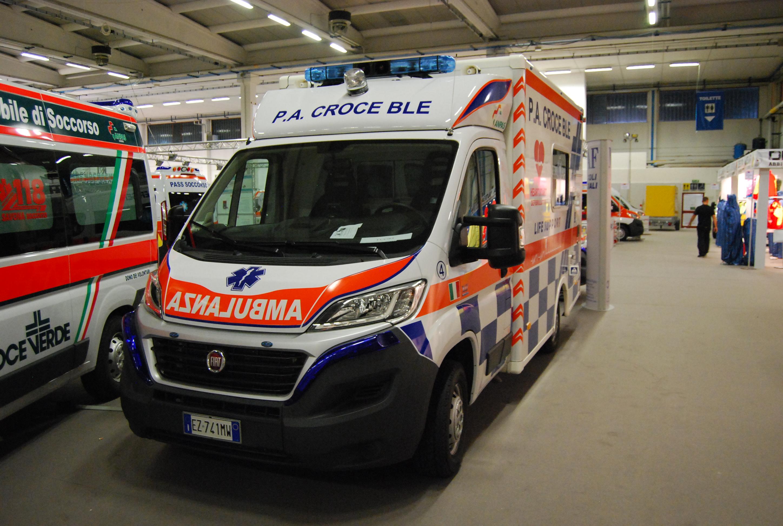 Foto 131: indubbiamente l'allestitore che più di ogni altro ha creduto in questa tipologia di mezzi, MAF ha esposto al REAS 2015 questo Fiat Ducato X290, ambulanza di emergenza cardiologica acquistata dalla Croce Ble di Candela (FG) – foto ADG