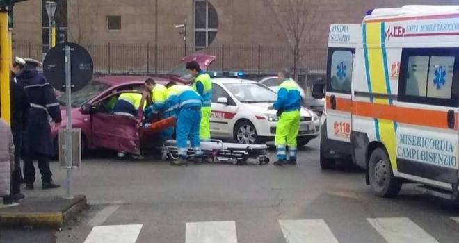 Firenze: un auto e un'ambulanza si scontrano. Ci sono feriti