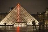 Aggressione al Louvre, un soldato apre il fuoco