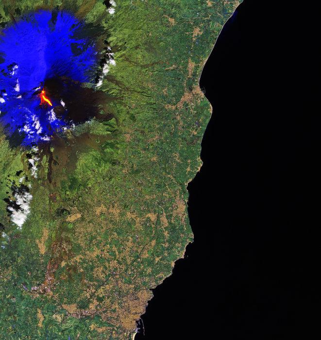 Etna_erupts_node_full_image_2