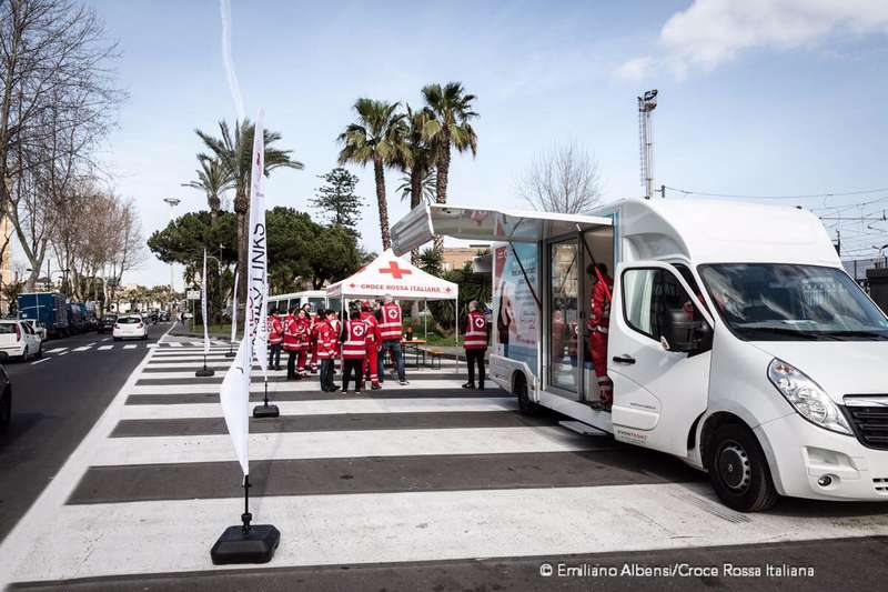 migranti_tracing_bus_croce_rossa