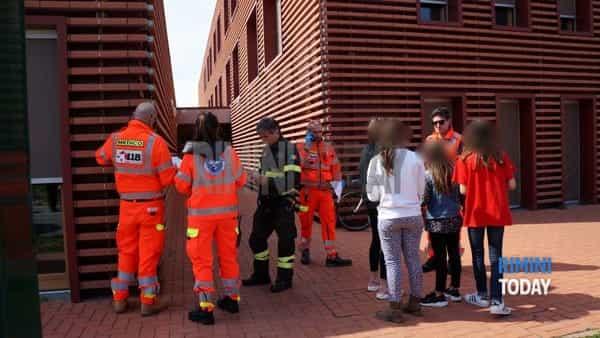 riccione scuola ex fornace intossicazione presunta soccorsi ambulanza vigili fuoco nbcr foto 23 marzo – 10-2