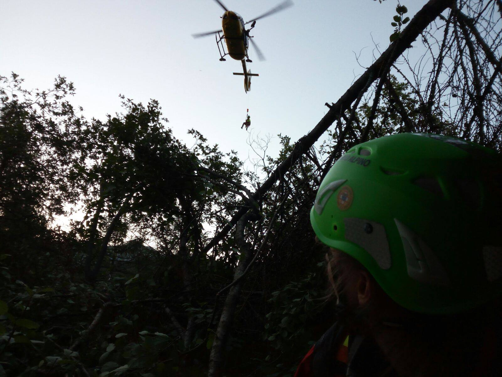 Come si interviene su pazienti traumatici in alta montagna? - Presidi, consigli ed esperienze | Emergency Live 16