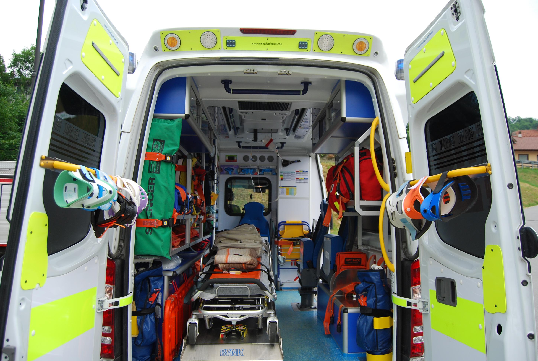 07: gli interni del Mercedes Sprinter, che rispondono alle normative in materia di soccorso extraospedaliero e presuppongono la presenza a bordo del medico – foto Alberto Di Grazia