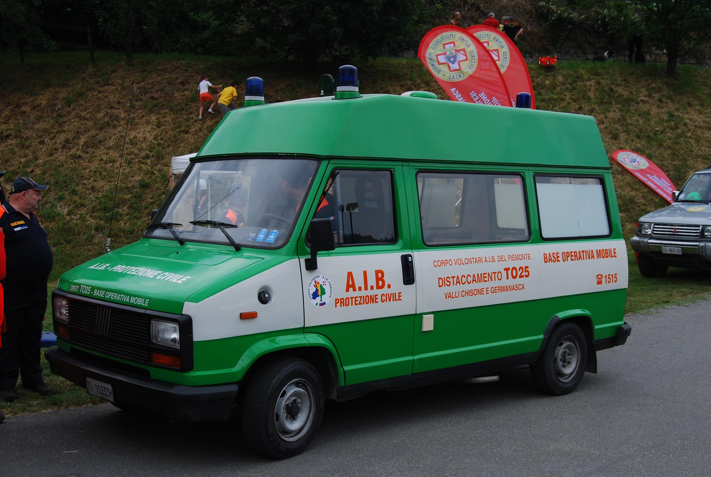 21: la ex n. 20 della Croce Verde di Perosa Argentina; l'ambulanza, un allestimento Fiat/Savio è sopravvissuta, ma declassata a Base Operativa Mobile del gruppo A.I.B. Valli Chisone e Germanasca -foto Alberto Di Grazia