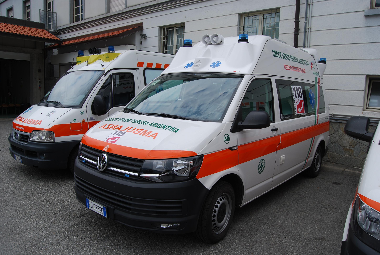 27: la nuova ambulanza Volkswagen T6, 48° mezzo della Associazione, che è andata a rinforzare il già notevole parco mezzi della Croce Verde di Perosa Argentina – foto Alberto Di Grazia