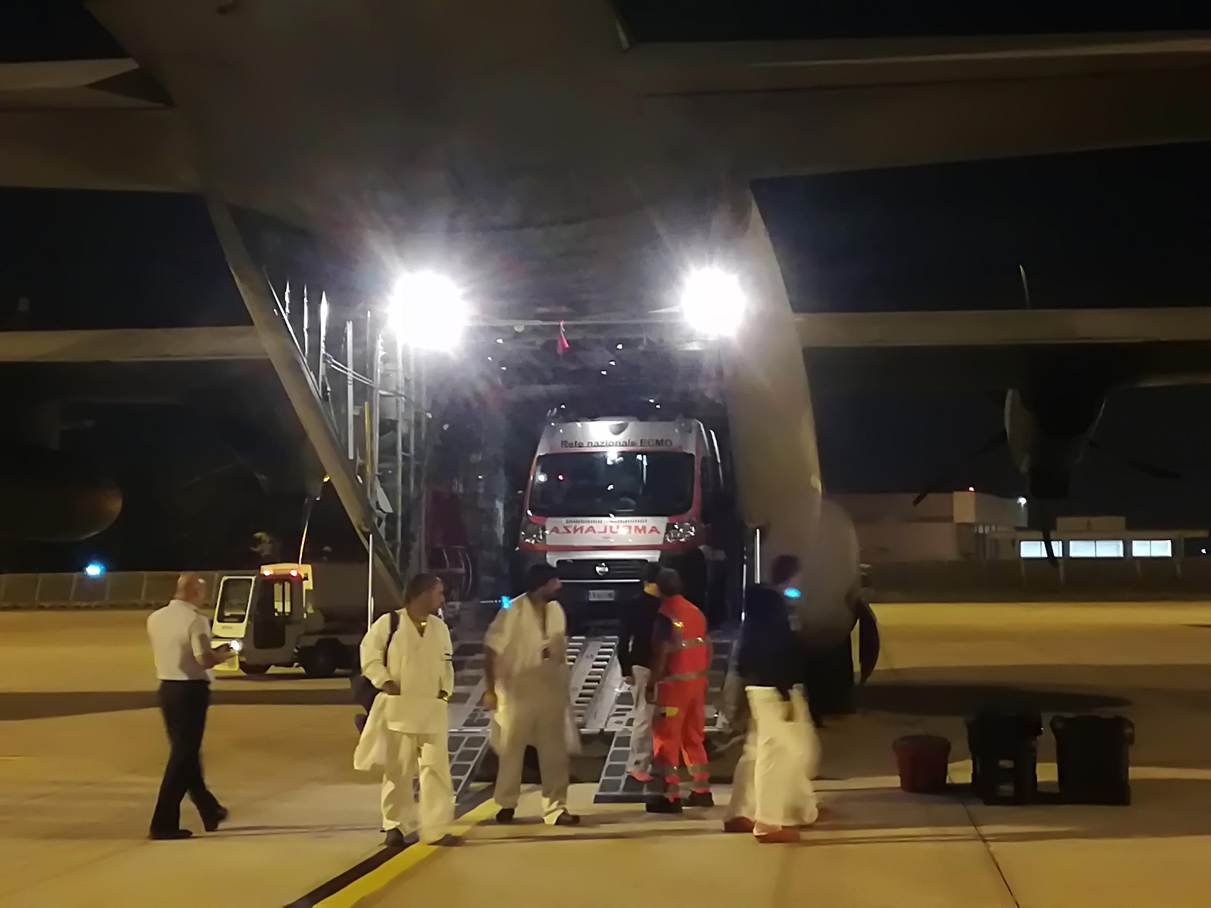 Trasporto con polmone artificiale per un neonato sulla tratta Bari-Roma: il fondamentale supporto dell'Aeronautica Militare   Emergency Live 1