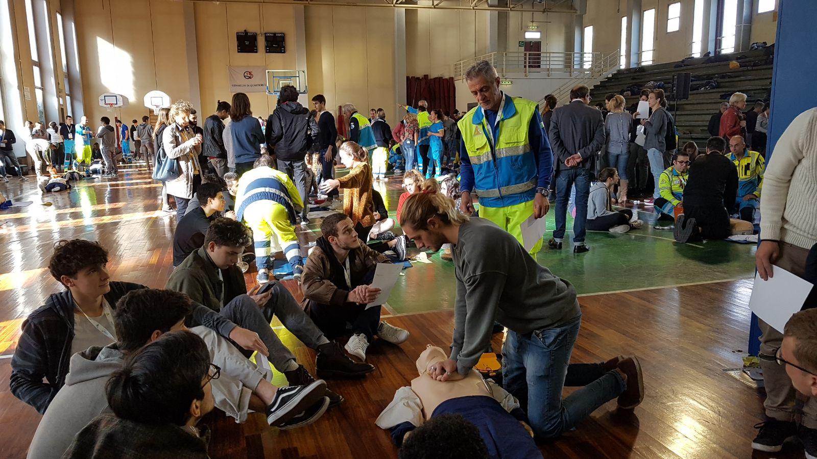 ASSO: Come è andata la prima lezione BLS-D per 300 studenti fiorentini? | Emergency Live 7