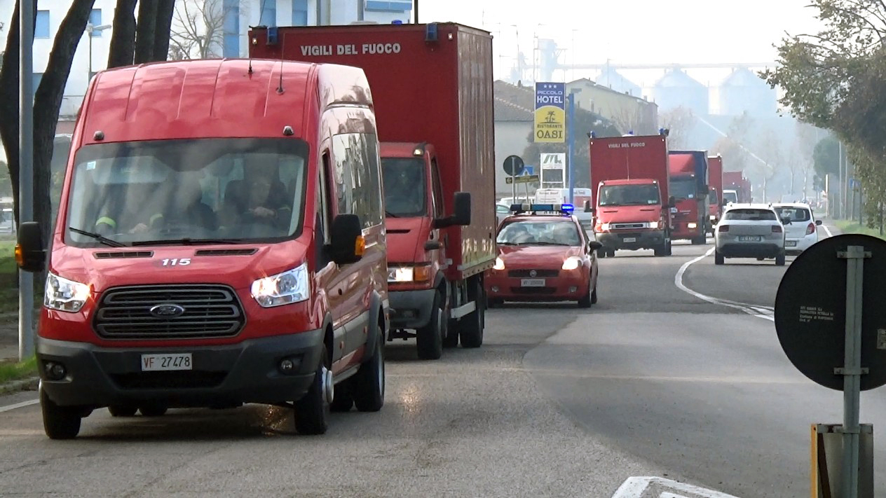 Esplosione al petrolchimico: Fiammeblu all'esercitazione nella zona industriale di Ravenna | Emergency Live 4