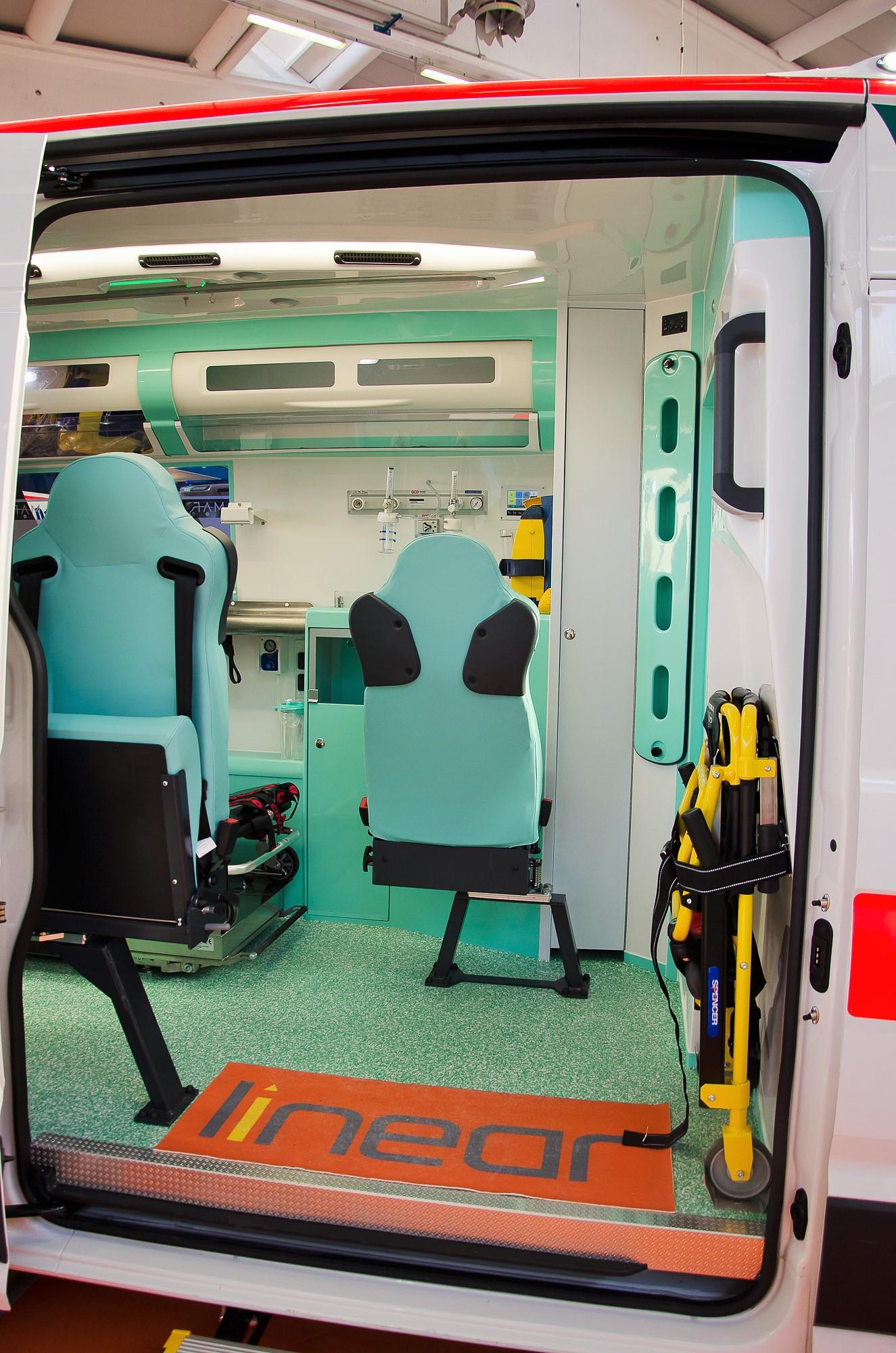 Ambulanze, com'è il nuovo Volkswagen Crafter visto in Italia? | Emergency Live 22