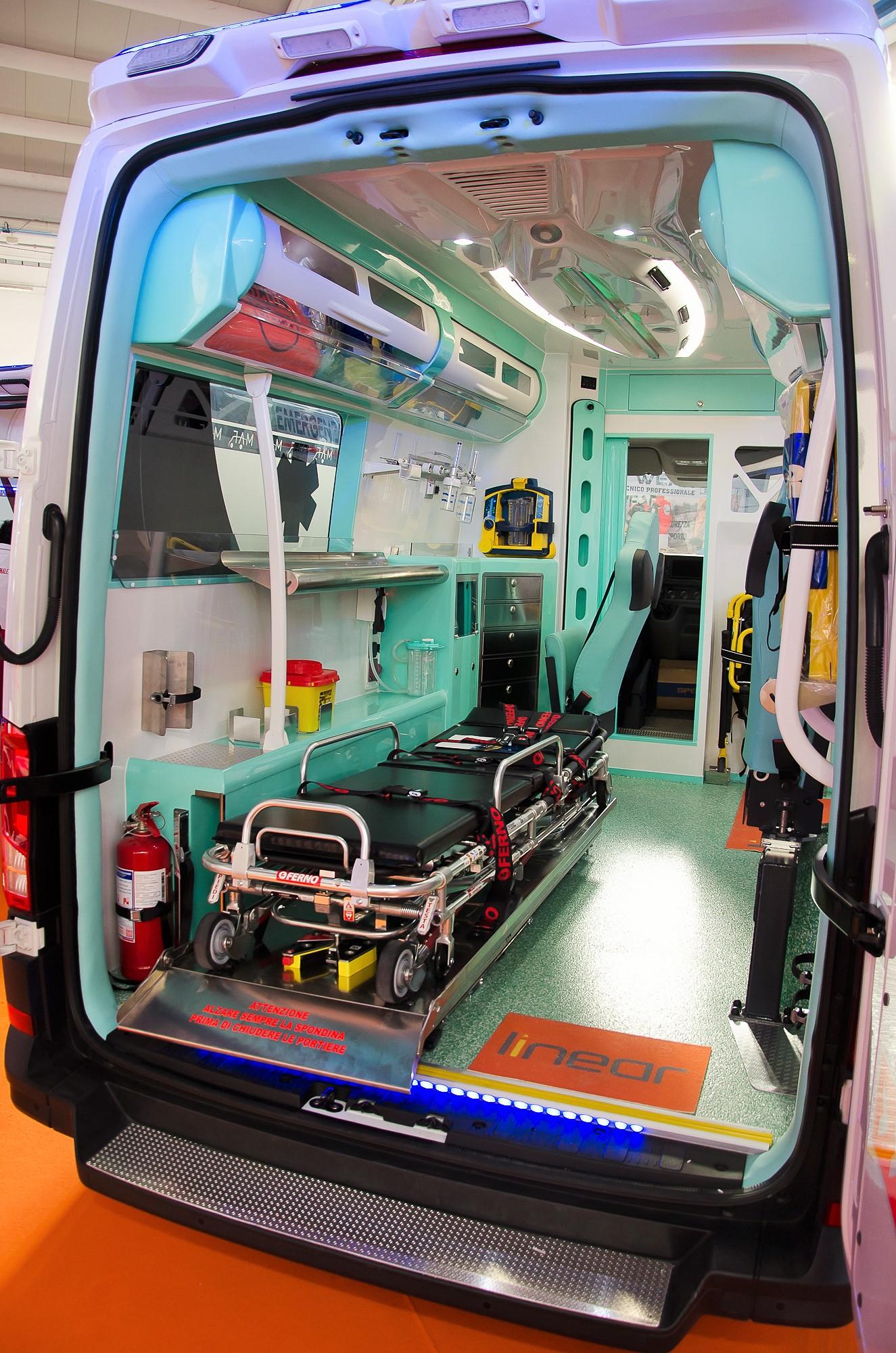 Ambulanze, com'è il nuovo Volkswagen Crafter visto in Italia? | Emergency Live 25