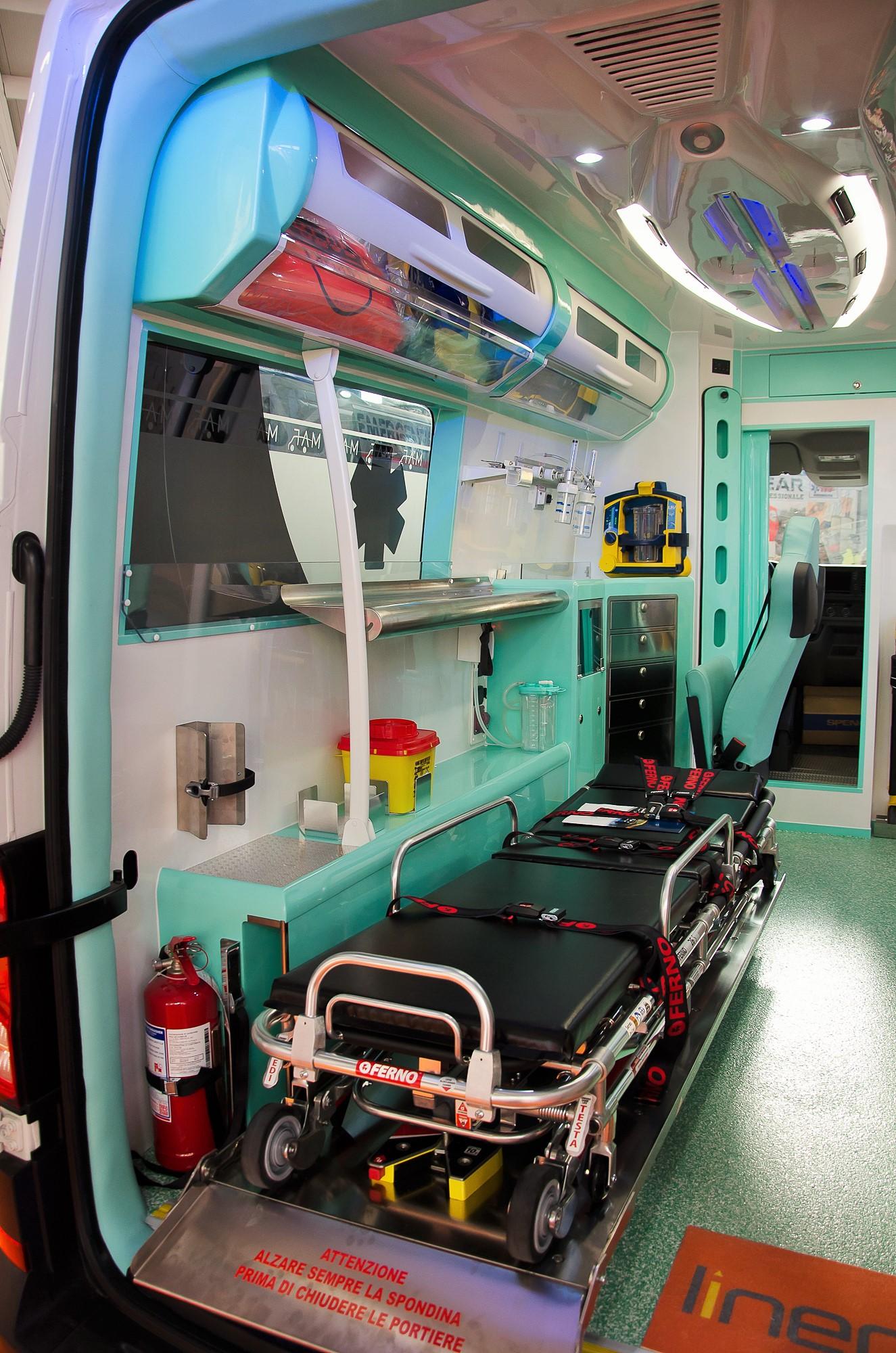 Ambulanze, com'è il nuovo Volkswagen Crafter visto in Italia? | Emergency Live 26