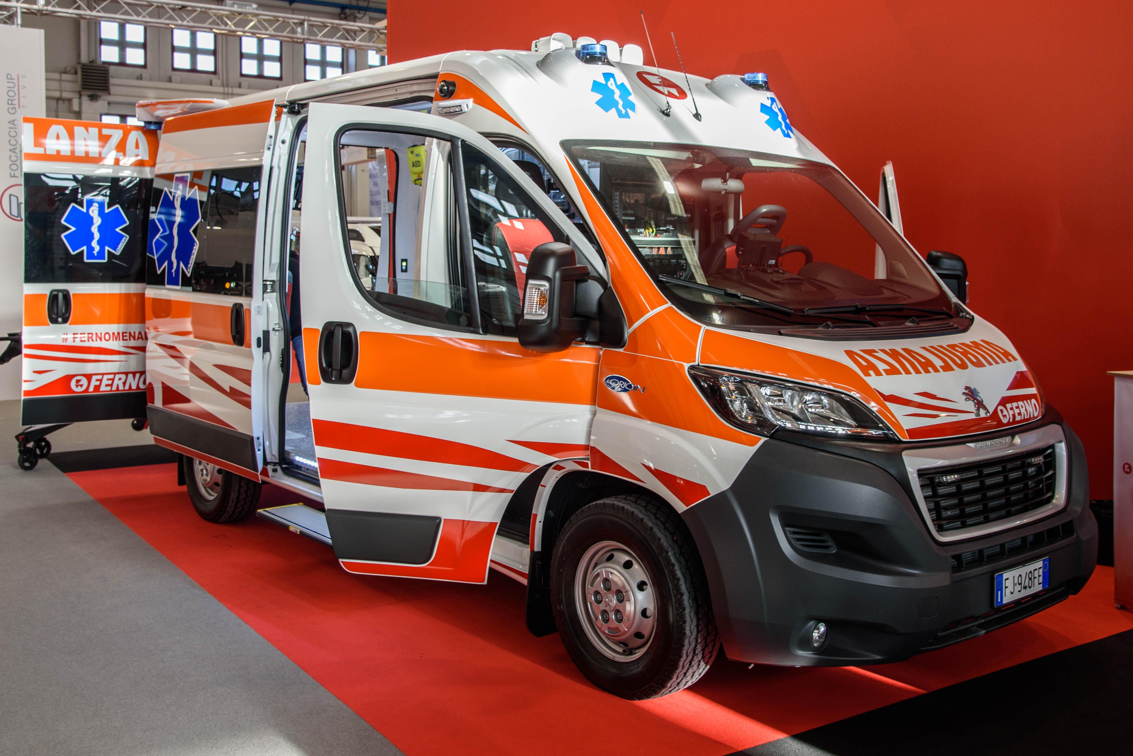 Ferno Italia presenta iNTRAXX: Come si risolvono i principali problemi di spazio e configurazione in una ambulanza? | Emergency Live 1