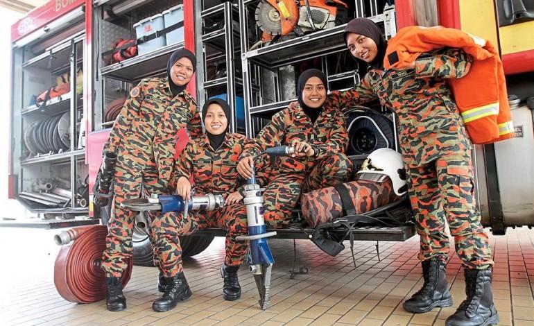 Vigili del Fuoco donne nel prestigioso corpo Bomba Malesiano
