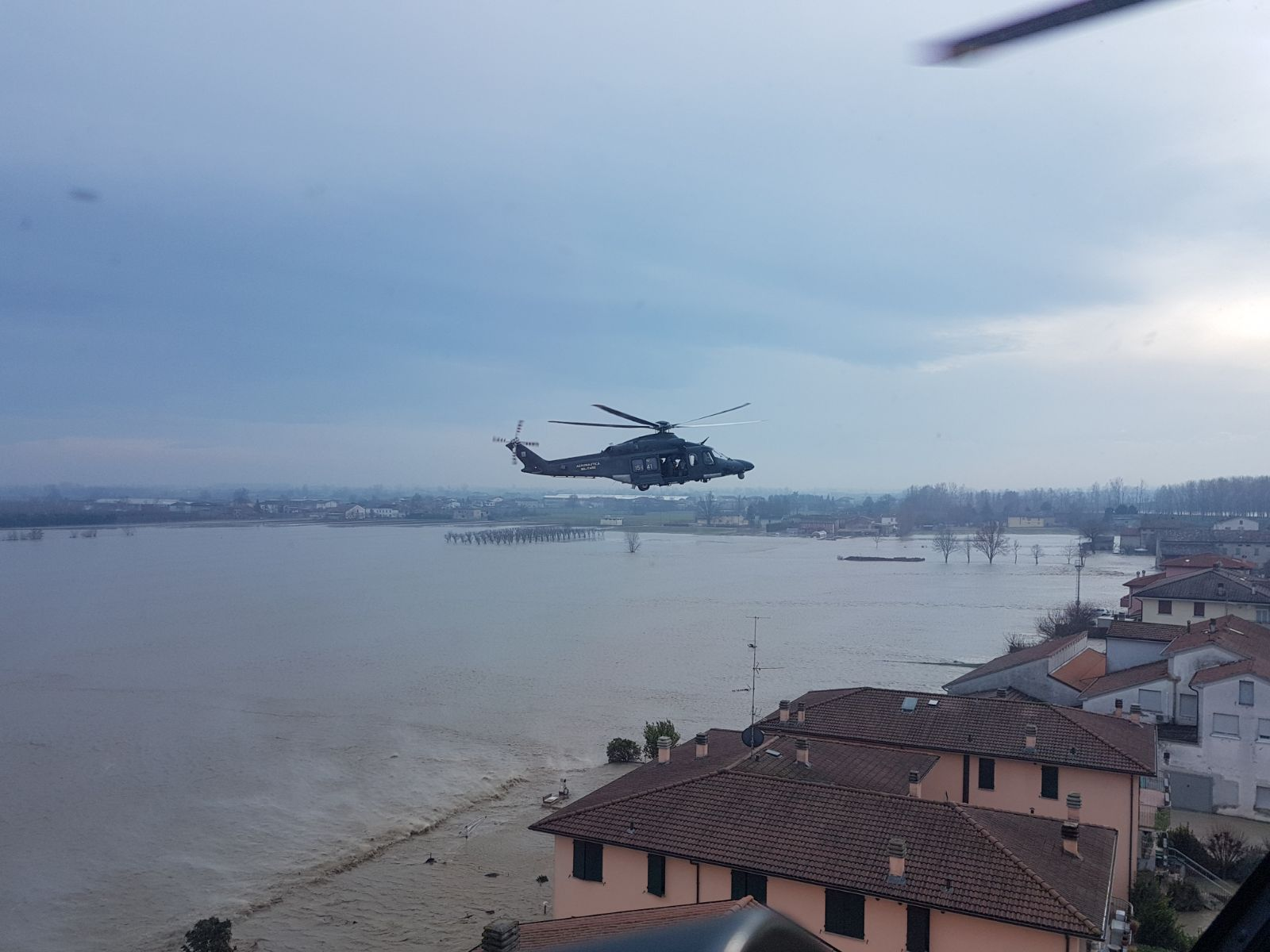 20171212_EmergenzaMaltempoSoccorsoAeronauticaMilitare_HH139