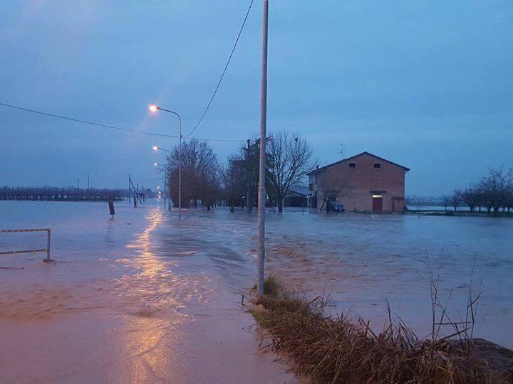 Alluvione dell'Enza, strade chiuse e sfollati fra Parma e Reggio Emilia | Emergency Live 7