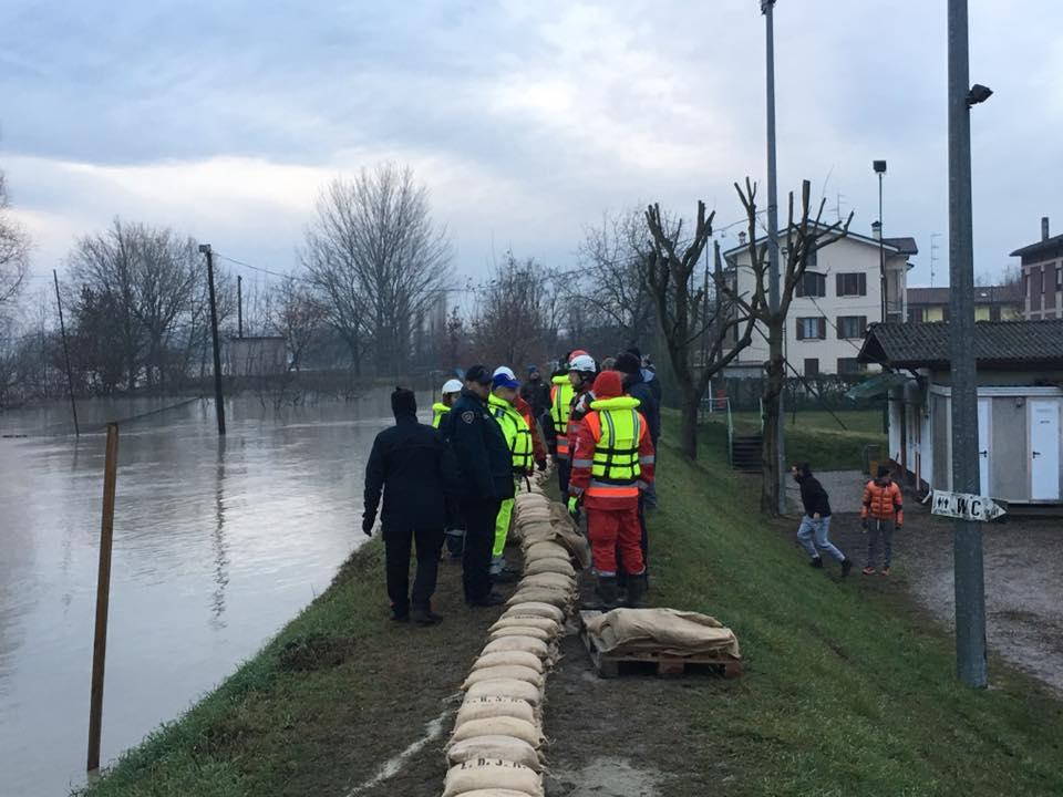 Alluvione dell'Enza, strade chiuse e sfollati fra Parma e Reggio Emilia | Emergency Live 3