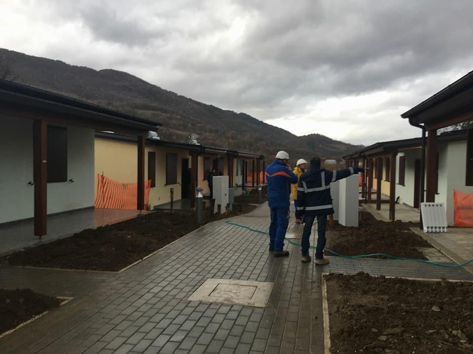 """Case SAE per i terremotati, la denuncia del sindaco di Sarnano: """"Non consegnamo alloggi in queste condizioni"""""""