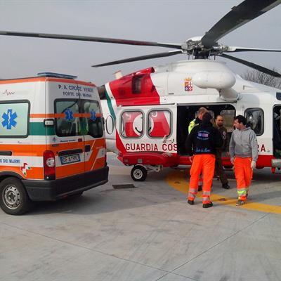 Elitrasporto sanitario di emergenza da parte della Guardia Costiera: intervento fra Livorno e Portoferraio | Emergency Live 2