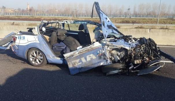 Incidente in autostrada: schianto tra auto e mezzi pesanti, due morti