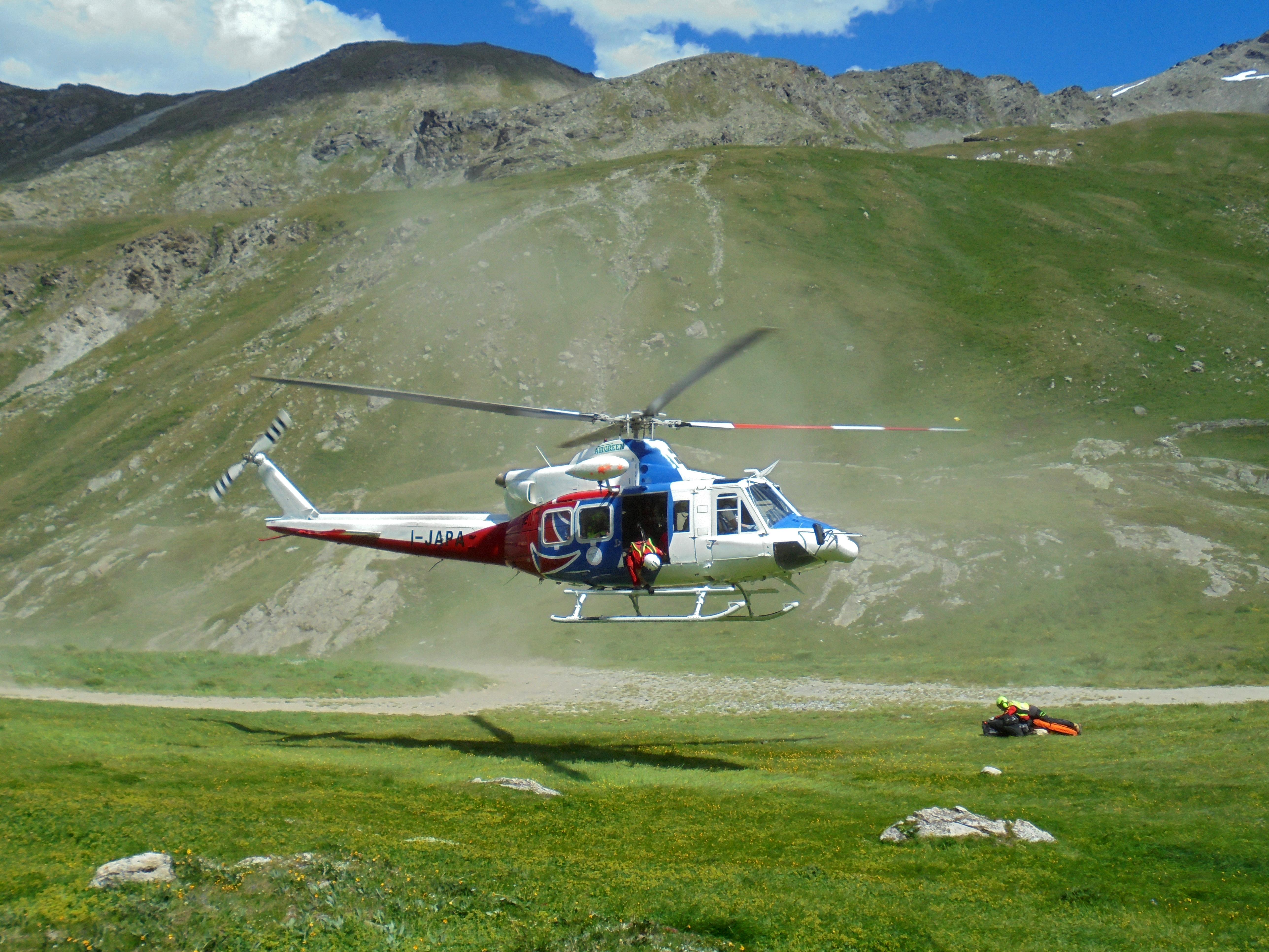 Sierra Alpha 1 in volo con l'elisoccorso valdostano, intervista a Luca Granella | Emergency Live 2