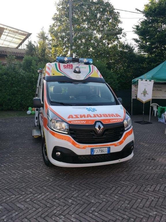 Anche l'ambulanza nel Business Booster Tour di Renault | Emergency Live 24
